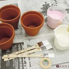 素焼きの鉢植えにペイント♪チョークで絵も描けるカラフルな鉢に!