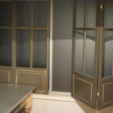 寒いキッチンにDIYでアンティーク仕上げの2重窓!