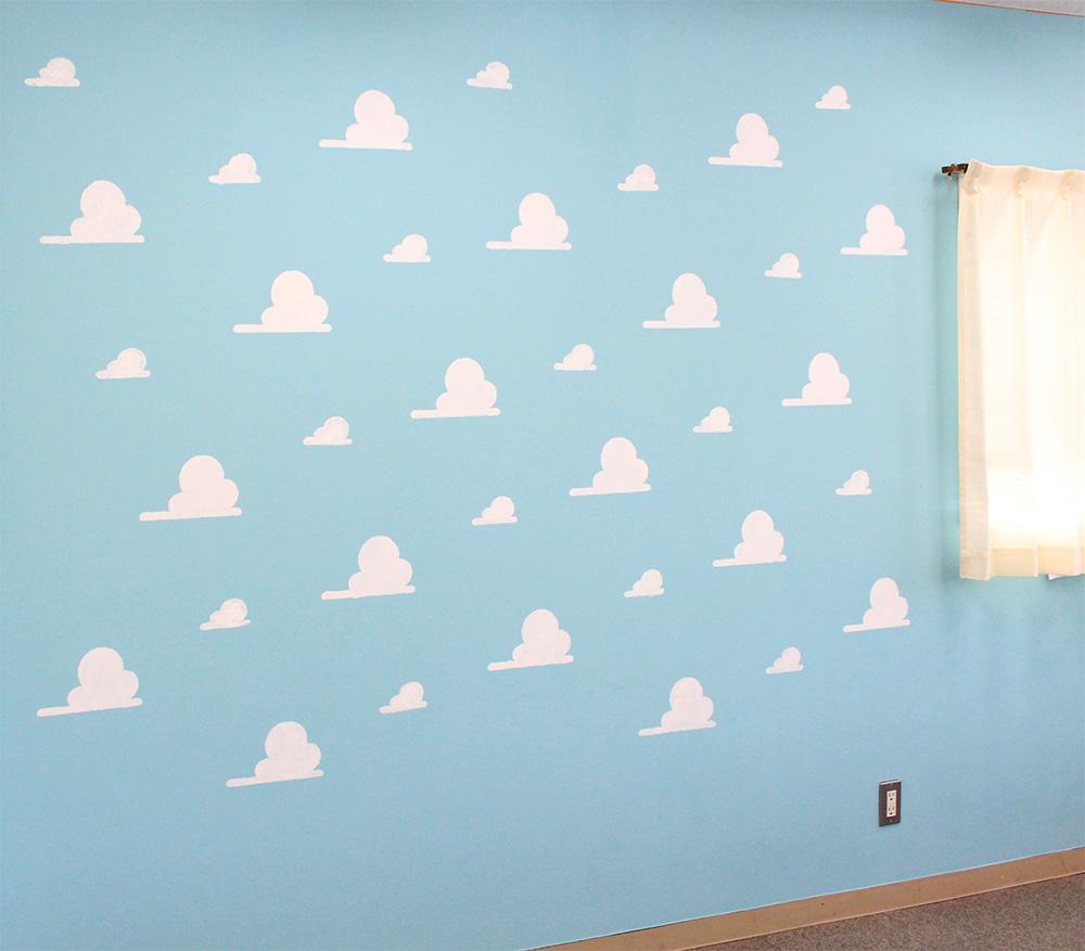 お部屋の壁をトイストーリー風にdiy 雲の壁紙の作り方