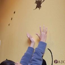 家族でお家を手作りステンシルでお家の壁をデコレーション