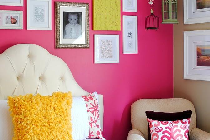 ピンクのアクセントウォール