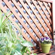 ウッドデッキやラティスの塗り替え簡単!水性木材保護塗料