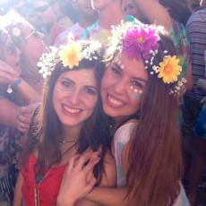 夏フェスはフェイスペイントで目立っちゃおう♪蛍光色のペイントがおすすめ!