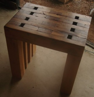 ユニークな組み方の椅子