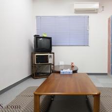 更衣室を明るくしよう!汚れた壁を白く塗り替えてみた