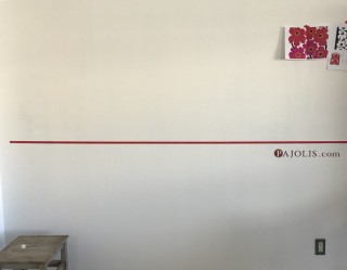 壁にマスキングテープを貼る