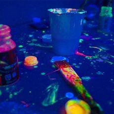イベントはこれ一つ!暗闇で光る塗料