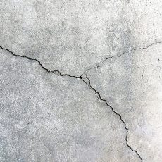 コンクリート床のひび割れや欠け穴におすすめの補修材はコレ!